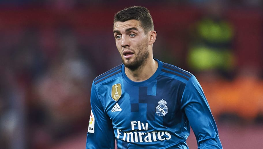 SEVILLE, SPAIN - MAY 09:  Mateo Kovacic of Real Madrid CF controls the ball during the La Liga match between Sevilla FC and Real Madrid at Ramon Sanchez Pizjuan stadium on May 9, 2018 in Seville, Spain.  (Photo by Aitor Alcalde/Getty Images)