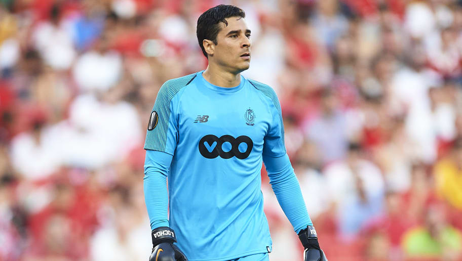SEVILLE, SPAIN - SEPTEMBER 20:  Guillermo Ochoa of Royal Standard de Liege looks on during the UEFA Europa League Group J match between Sevilla and Royal Standard de Liege at Estadio Ramon Sanchez Pizjuan on September 20, 2018 in Seville, Spain.  (Photo by Aitor Alcalde Colomer/Getty Images)