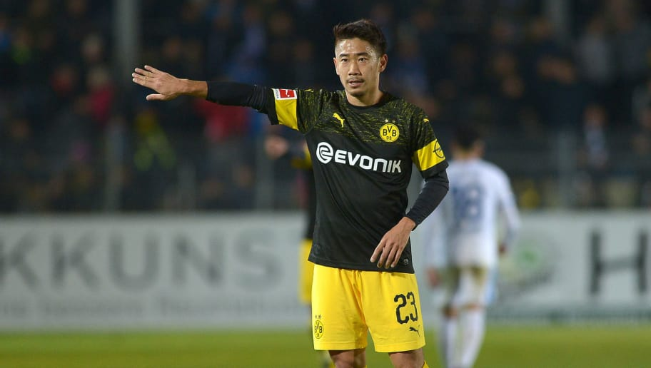 LOTTE, GERMANY - NOVEMBER 16: Shinji Kagawa of Borussia Dortmund gestures during the friendly match against SF Lotte at the Frimo Stadion on November 16, 2018 in Lotte, Germany. (Photo by TF-Images/Getty Images)