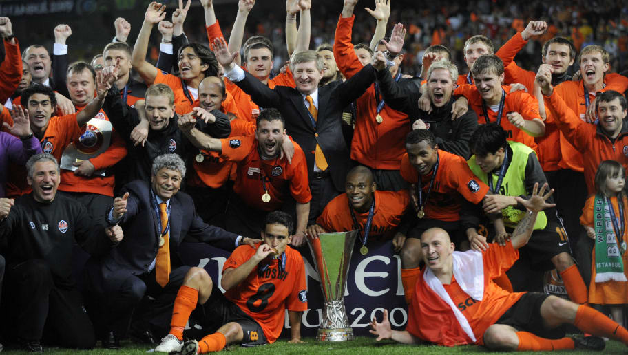 Shakhtar Donetsk players and Shakhtar Donetsk owner Rinat Akhmetov (C, in suit) of Ukraine celebrate with the trophy after their UEFA Cup final football match against Werder Bremen at Fenerbahce Sukru Saracoglu stadium in Istanbul on the night of May 20-21, 2009. Ukraine's Shakhtar Donetsk beat Germany's Werder Bremen 2-1 in extra time.   AFP PHOTO/Franck Fife (Photo credit should read FRANCK FIFE/AFP/Getty Images)