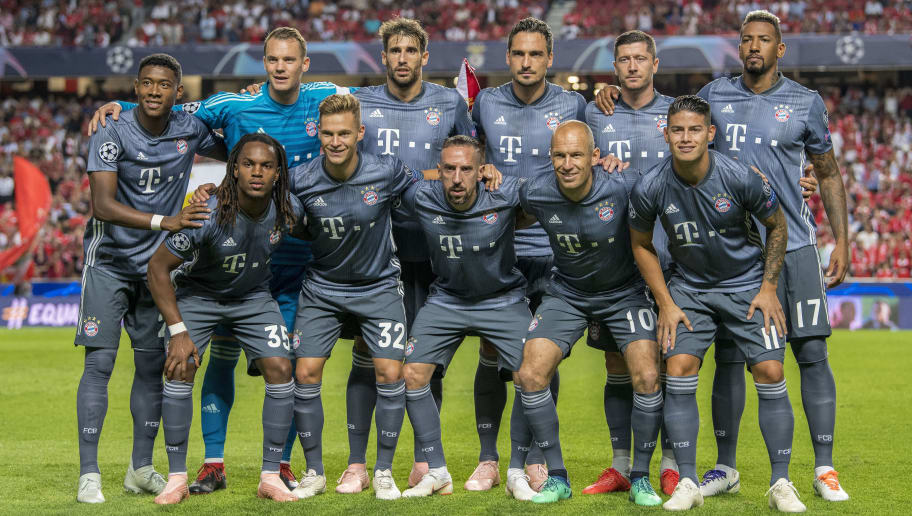 LISBON, PORTUGAL - SEPTEMBER 19:  FC Bayern Muenchen players line up prior to the Group E match of the UEFA Champions League between SL Benfica and FC Bayern Muenchen at Estadio da Luz on September 19, 2018 in Lisbon, Portugal.  (Photo by Octavio Passos/Getty Images)