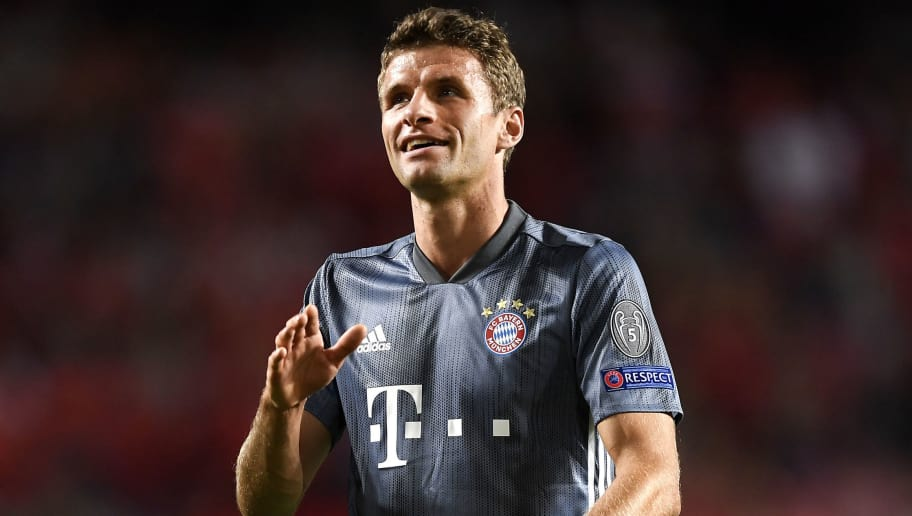 LISBON, PORTUGAL - SEPTEMBER 19: Thomas Mueller of Bayern Munich acknowledges the fans after the Group E match of the UEFA Champions League between SL Benfica and FC Bayern Muenchen at Estadio da Luz on September 19, 2018 in Lisbon, Portugal.  (Photo by Octavio Passos/Getty Images)
