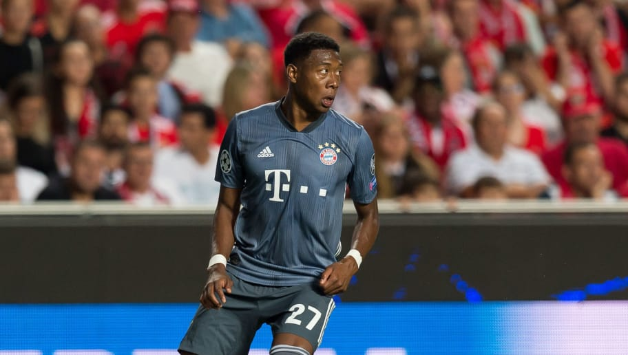 LISBON, PORTUGAL - SEPTEMBER 19: David Alaba of Bayern Muenchen controls the ball during the UEFA Champions League Group E match between SL Benfica and FC Bayern Muenchen at Estadio da Luz on September 19, 2018 in Lisbon, Portugal. (Photo by TF-Images/Getty Images)