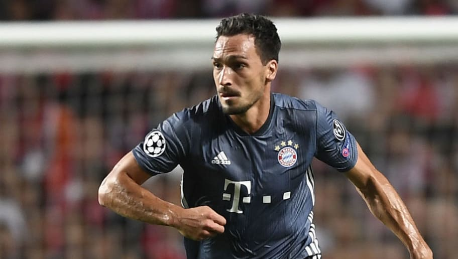 LISBON, PORTUGAL - SEPTEMBER 19: Mats Hummels of Bayern Muenchen in action during the Group E match of the UEFA Champions League between SL Benfica and FC Bayern Muenchen at Estadio da Luz on September 19, 2018 in Lisbon, Portugal. (Photo by Octavio Passos/Getty Images)