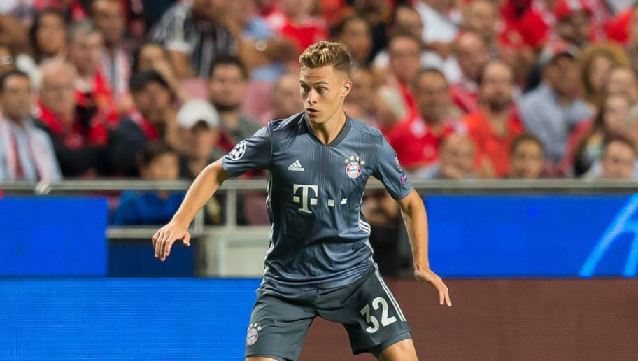 LISBON, PORTUGAL - SEPTEMBER 19: Joshua Kimmich of Bayern Muenchen controls the ball during the UEFA Champions League Group E match between SL Benfica and FC Bayern Muenchen at Estadio da Luz on September 19, 2018 in Lisbon, Portugal. (Photo by TF-Images/Getty Images)