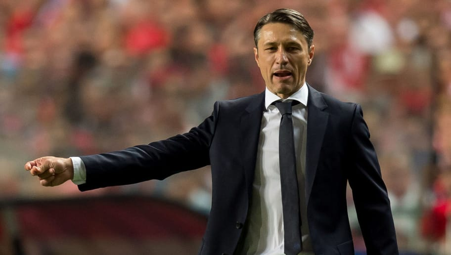 LISBON, PORTUGAL - SEPTEMBER 19: Head coach Niko Kovac of Bayern Muenchen gestures during the UEFA Champions League Group E match between SL Benfica and FC Bayern Muenchen at Estadio da Luz on September 19, 2018 in Lisbon, Portugal. (Photo by TF-Images/Getty Images)