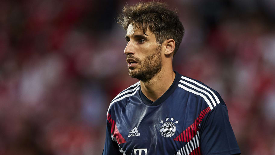 LISBON, PORTUGAL - SEPTEMBER 19:  Javi Martinez of Bayern Munich looks on prior to the Group E match of the UEFA Champions League between SL Benfica and FC Bayern Muenchen at Estadio da Luz on September 19, 2018 in Lisbon, Portugal.  (Photo by Quality Sport Images/Getty Images)