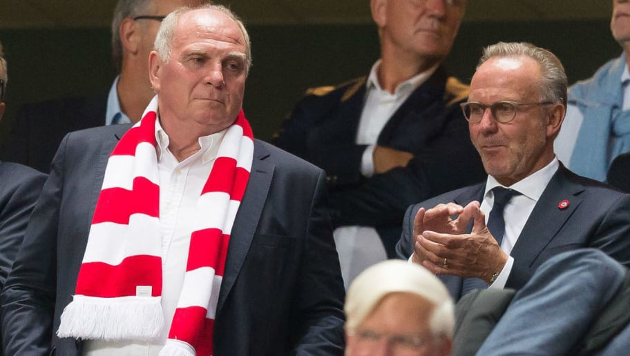 LISBON, PORTUGAL - SEPTEMBER 19: Uli Hoeness of Bayern Muenchen and Karl-Heinz Rummenigge of Bayern Muenchen look on prior to the UEFA Champions League Group E match between SL Benfica and FC Bayern Muenchen at Estadio da Luz on September 19, 2018 in Lisbon, Portugal. (Photo by TF-Images/Getty Images)