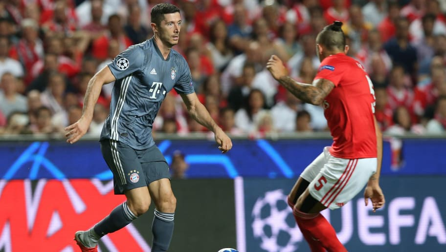 LISBON, PORTUGAL - SEPTEMBER 19: Robert Lewandowski of Bayern Munchen in action during the UEFA Champions League Group E match between SL Benfica and FC Bayern Munchen at Estadio da Luz on September 19, 2018 in Lisbon, Portugal.  (Photo by Gualter Fatia/Getty Images)