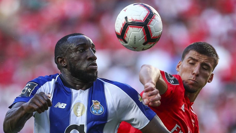 LISBON, PORTUGAL - OCTOBER 07: Moussa Marega of FC Porto (L) vies with Ruben Dias of SL Benfica (R) for the ball possession during the Liga NOS round 7 match between SL Benfica and FC Porto at Estadio da Luz on October 7, 2018 in Lisbon, Portugal. (Photo by Carlos Rodrigues/Getty Images)