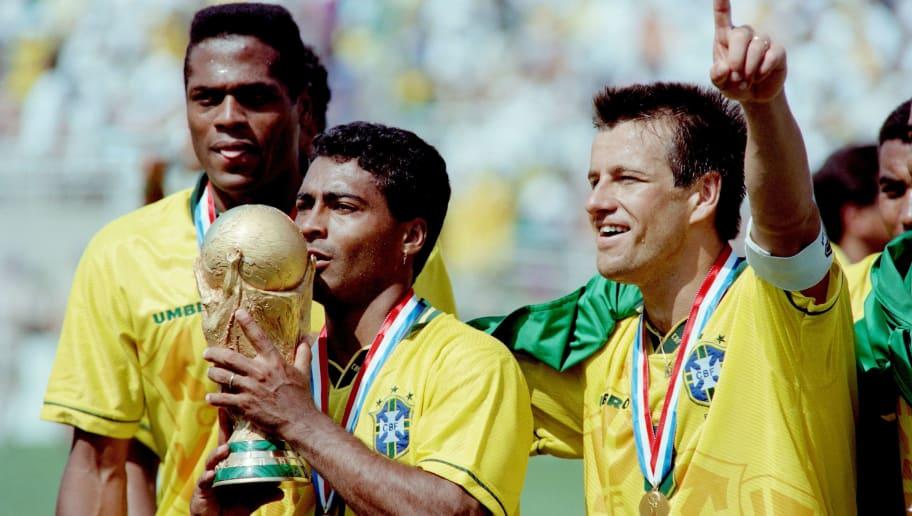 SOCCER-WORLD CUP-1994-BRAZIL-ROMARIO-TROPHY