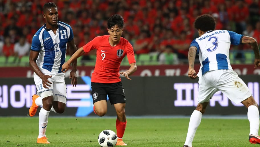 DAEGU, South Korea - MAY 28:  Lee Seung-Woo of South Korea controls the ball during the international friendly match between South Korea and Honduras at Daegu World Cup Stadium on May 28, 2018 in Daegu, South Korea.  (Photo by Chung Sung-Jun/Getty Images)
