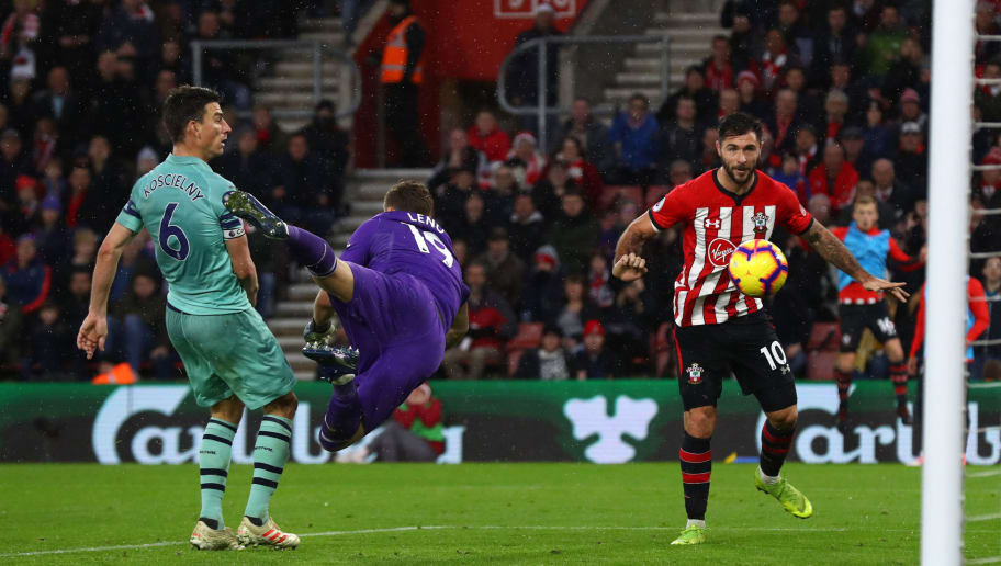 SOUTHAMPTON, ENGLAND - DECEMBER 16:  Charlie Austin of Southampton scores his team's third goal as Bernd Leno of Arsenal reaches for the ball during the Premier League match between Southampton FC and Arsenal FC at St Mary's Stadium on December 16, 2018 in Southampton, United Kingdom.  (Photo by Clive Rose/Getty Images)