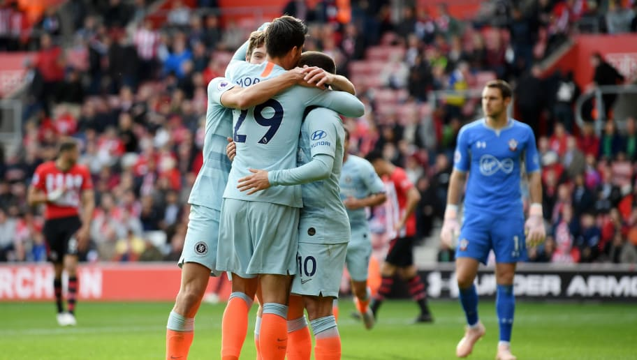 SOUTHAMPTON, ENGLAND - OCTOBER 07:  Alvaro Morata of Chelsea celebrates with teammates after scoring his team's third goal during the Premier League match between Southampton FC and Chelsea FC at St Mary's Stadium on October 7, 2018 in Southampton, United Kingdom.  (Photo by Mike Hewitt/Getty Images)