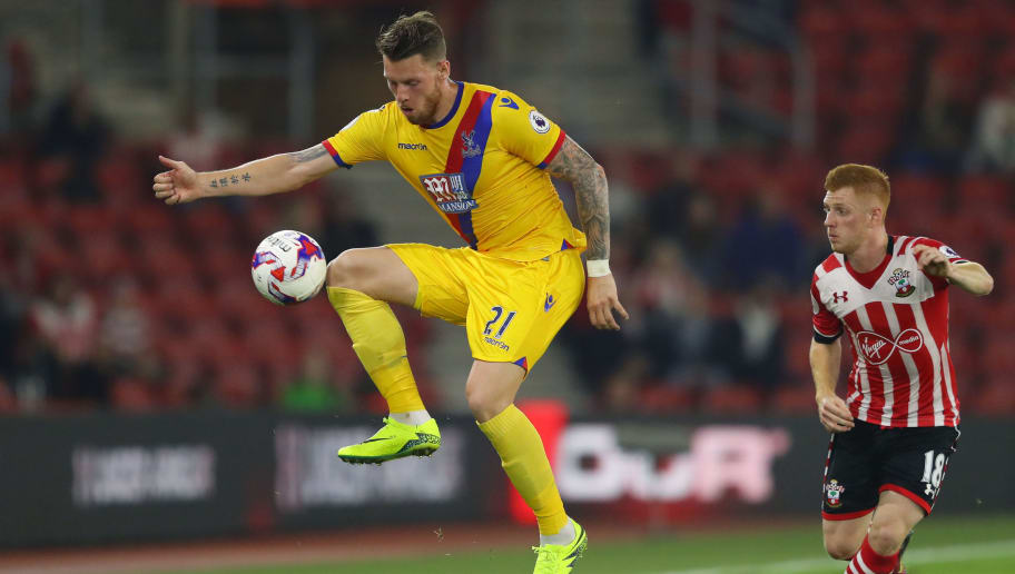 SOUTHAMPTON, ENGLAND - SEPTEMBER 21: Connor Wickham of Crystal Palace controlls the ball during the EFL Cup Third Round match between Southampton and Crystal Palace at St Mary's Stadium on September 21, 2016 in Southampton, England.  (Photo by Richard Heathcote/Getty Images)
