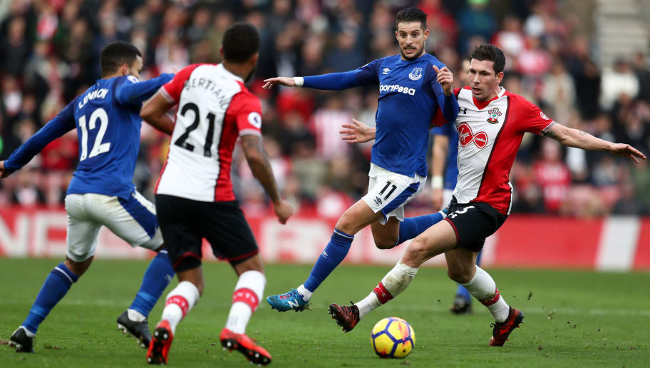 SOUTHAMPTON, ENGLAND - NOVEMBER 26: Kevin Mirallas of Everton and Pierre-Emile Hojbjerg of Southampton during the Premier League match between Southampton and Everton at St Mary's Stadium on November 26, 2017 in Southampton, England. (Photo by Catherine Ivill/Getty Images)