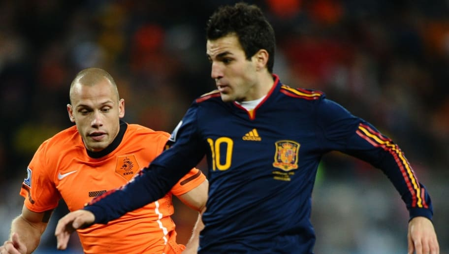 Spain's midfielder Cesc Fabregas (R) is challenged for the ball by Netherlands' defender John Heitinga during extra-time in the 2010 World Cup football final Netherlands vs. Spain on July 11, 2010 at Soccer City stadium in Soweto, suburban Johannesburg. NO PUSH TO MOBILE / MOBILE USE SOLELY WITHIN EDITORIAL ARTICLE -  AFP PHOTO / JEWEL SAMAD (Photo credit should read JEWEL SAMAD/AFP/Getty Images)