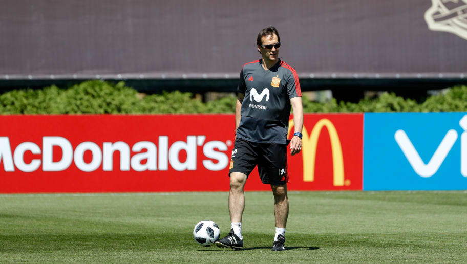 KRASNODAR, RUSSIA - JUNE 11: Head coach Julen Lopetegui of Spain controls the ball during a training session on June 11, 2018 in Krasnodar, Russia. (Photo by TF-Images/Getty Images)