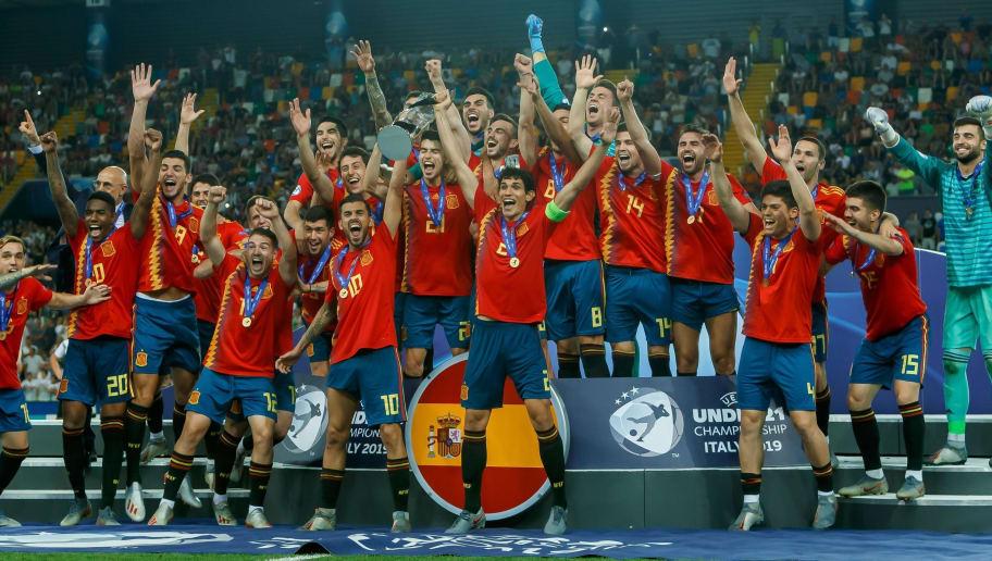 die spieler von Spanien,jubeln nach dem sieg
