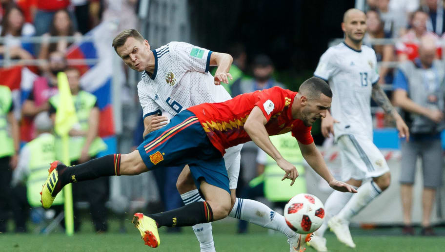 MOSCOW, RUSSIA - JULY 01: Denis Cheryshev of Russia and Koke of Spain battle for the ball during the 2018 FIFA World Cup Russia match between Spain and Russia at Luzhniki Stadium on July 01, 2018 in Moscow, Russia. (Photo by TF-Images/Getty Images)