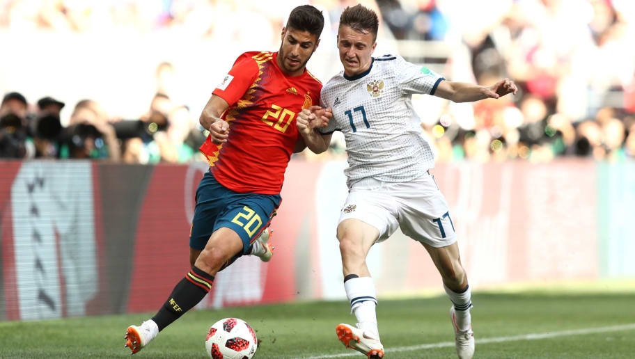 MOSCOW, RUSSIA - JULY 01:  Marco Asensio of Spain battles for possession with Aleksandr Golovin of Russia during the 2018 FIFA World Cup Russia Round of 16 match between Spain and Russia at Luzhniki Stadium on July 1, 2018 in Moscow, Russia.  (Photo by Ryan Pierse/Getty Images)