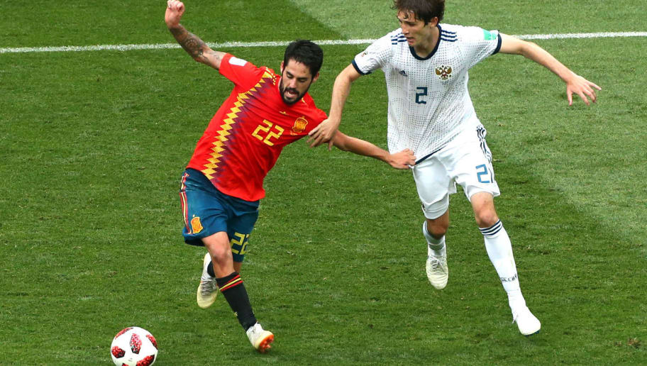 MOSCOW, RUSSIA - JULY 01:  Isco of Spain is challenged by Mario Fernandes of Russia during the 2018 FIFA World Cup Russia Round of 16 match between Spain and Russia at Luzhniki Stadium on July 1, 2018 in Moscow, Russia.  (Photo by Oleg Nikishin/Getty Images)