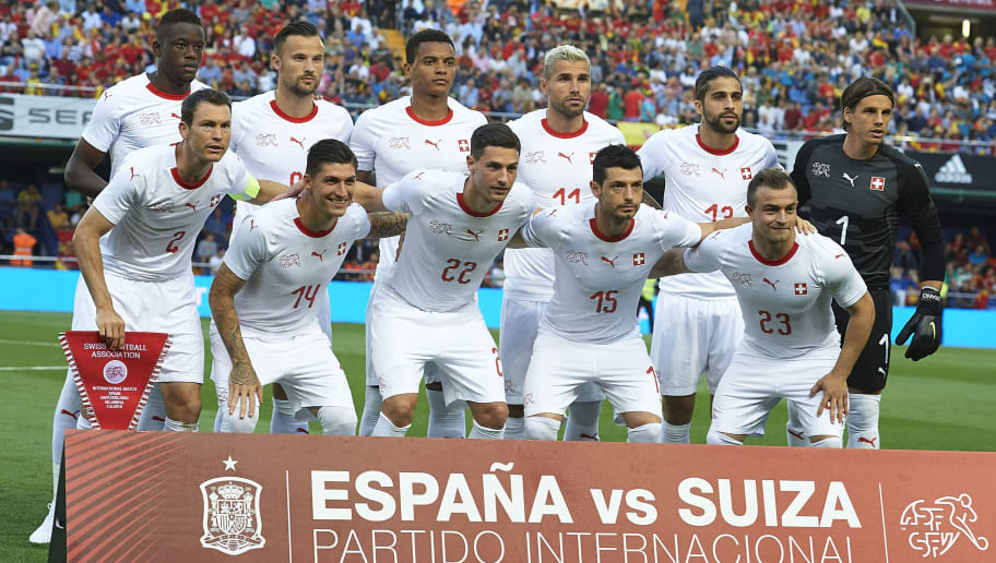 VILLAREAL, SPAIN - JUNE 03:  The Switzerland  team line up for a photo prior to kick off during the International Friendly match between Spain and Switzerland at Estadio de La Ceramica on June 3, 2018 in Villareal, Spain.  (Photo by Manuel Queimadelos Alonso/Getty Images)