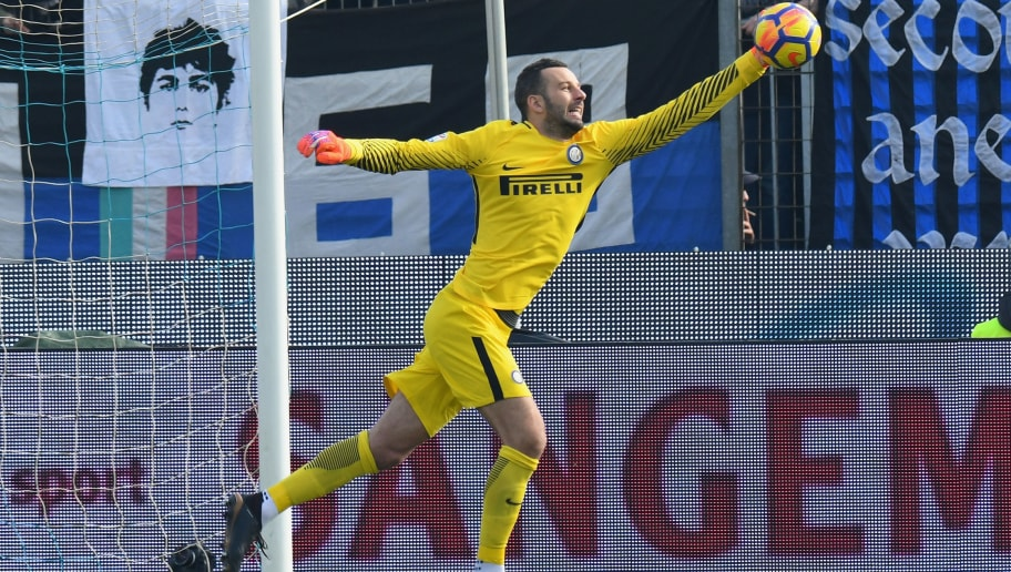 FERRARA, ITALY - JANUARY 28: Samir Handanovic of FC Internazionale in action during the serie A match between Spal and FC Internazionale at Stadio Paolo Mazza on January 28, 2018 in Ferrara, Italy.  (Photo by Alessandro Sabattini/Getty Images)