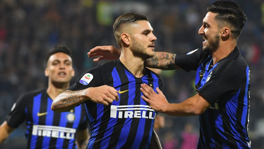 FERRARA, ITALY - OCTOBER 07:  Mauro Icardi of FC Internazionale celebrates after scoring his team second goal with team mates during the Serie A match between SPAL and FC Internazionale at Stadio Paolo Mazza on October 7, 2018 in Ferrara, Italy.  (Photo by Alessandro Sabattini/Getty Images)