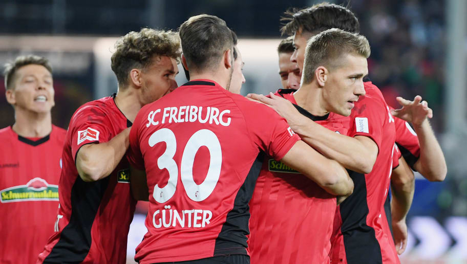 FREIBURG IM BREISGAU, GERMANY - OCTOBER 26: Nils Petersen of Freiburg  celebrates with teammates after scoring his team's first goal during the Bundesliga match between Sport-Club Freiburg and Borussia Moenchengladbach at Schwarzwald-Stadion on October 26, 2018 in Freiburg im Breisgau, Germany. (Photo by Matthias Hangst/Bongarts/Getty Images)