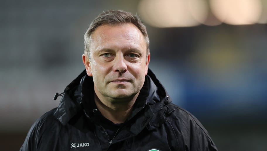 FREIBURG IM BREISGAU, GERMANY - DECEMBER 19: Head coach Andre Breitenreiter of Hannover 96 looks on prior to the Bundesliga match between Sport-Club Freiburg and Hannover 96 at Schwarzwald-Stadion on December 19, 2018 in Freiburg im Breisgau, Germany. (Photo by Christian Kaspar-Bartke/Bongarts/Getty Images)