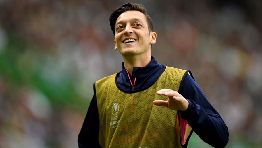 LISBON, PORTUGAL - OCTOBER 25:  Mesut Ozil of Arsenal reacts during the UEFA Europa League Group E match between Sporting CP and Arsenal at Estadio Jose Alvalade on October 25, 2018 in Lisbon, Portugal.  (Photo by David Ramos/Getty Images)