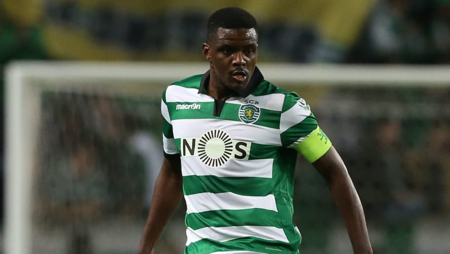 LISBON, PORTUGAL - MARCH 5: Sporting CP's midfielder William Carvalho from Portugal in action during the Primeira Liga match between Sporting CP and Vitoria Guimaraes at Estadio Jose Alvalade on March 5, 2017 in Lisbon, Portugal.  (Photo by Gualter Fatia/Getty Images)