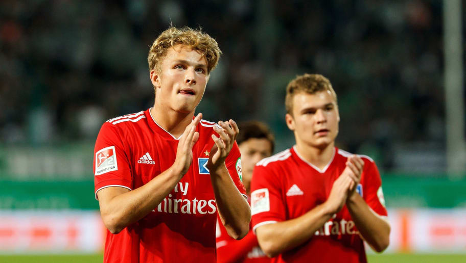 FUERTH, GERMANY - SEPTEMBER 27: Jann-Fiete Arp of Hamburg gestures during the Second Bundesliga match between SpVgg Greuther Fuerth and Hamburger SV at Sportpark Ronhof Thomas Sommer on September 27, 2018 in Fuerth, Germany. (Photo by TF-Images/Getty Images)