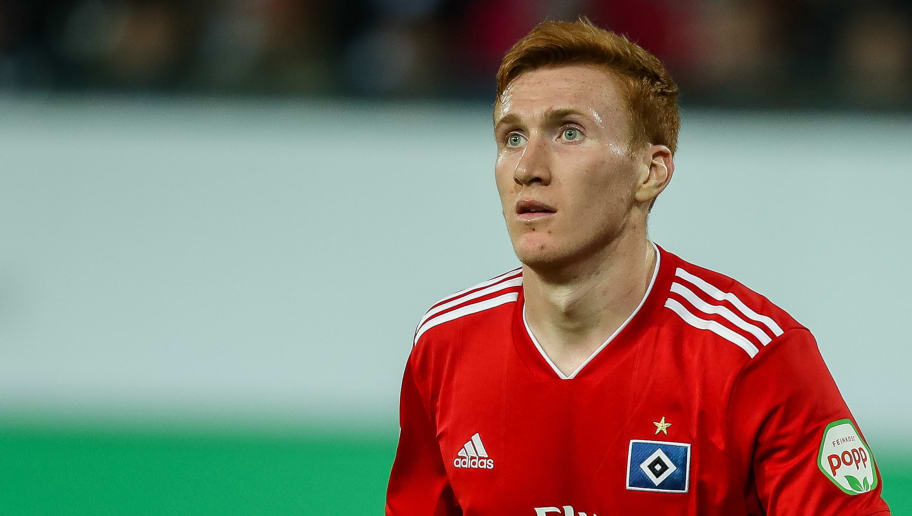 FUERTH, GERMANY - SEPTEMBER 27: David Bates of Hamburg looks on during the Second Bundesliga match between SpVgg Greuther Fuerth and Hamburger SV at Sportpark Ronhof Thomas Sommer on September 27, 2018 in Fuerth, Germany. (Photo by TF-Images/Getty Images)