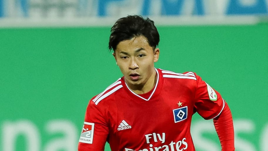 FUERTH, GERMANY - SEPTEMBER 27: Tatsuya Ito of Hamburg controls the ball during the Second Bundesliga match between SpVgg Greuther Fuerth and Hamburger SV at Sportpark Ronhof Thomas Sommer on September 27, 2018 in Fuerth, Germany. (Photo by TF-Images/Getty Images)