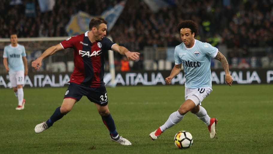 ROME, ITALY - MARCH 18:  Vasilis Torosidis of Bologna FC competes for the ball with Felipe Anderson of SS Lazio during the serie A match between SS Lazio and Bologna FC at Stadio Olimpico on March 18, 2018 in Rome, Italy.  (Photo by Paolo Bruno/Getty Images)
