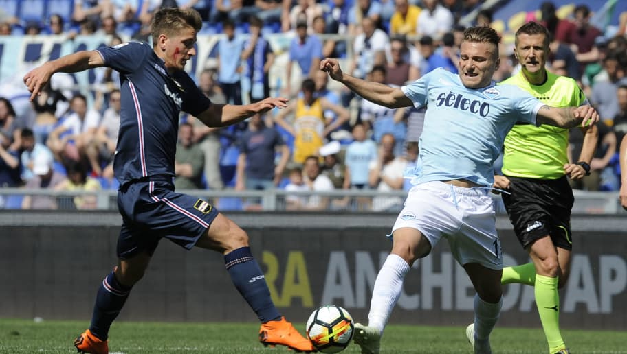 ROME, ROME - APRIL 22: Ciro Immobile of SS Lazio compete for the ball with Joachim Andersen of UC Sampdoria  during the serie A match between SS Lazio and UC Sampdoria at Stadio Olimpico on April 22, 2018 in Rome, Italy.  (Photo by Marco Rosi/Getty Images)