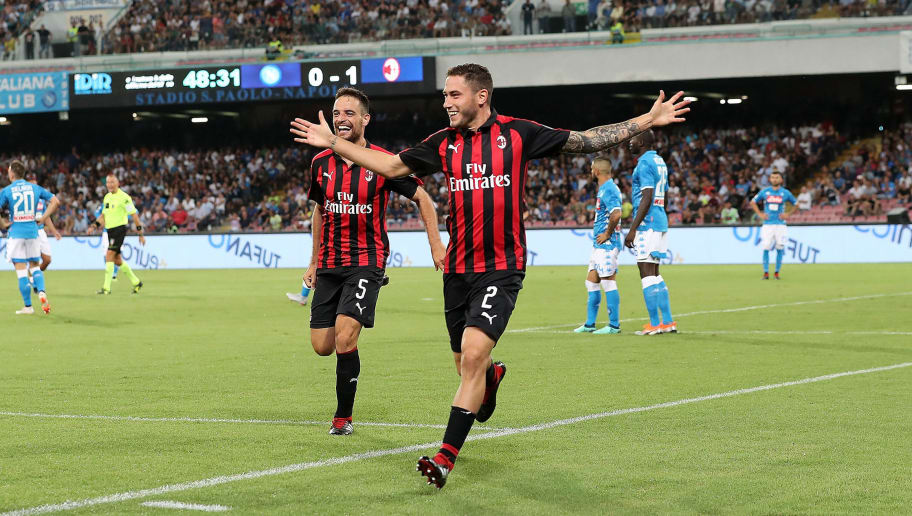 NAPLES, ITALY - AUGUST 25:  Davide Calabria and Giacomo Bonaventura celebrate the 0-2 goal scored by Davide Calabria during the serie A match between SSC Napoli and AC Milan at Stadio San Paolo on August 25, 2018 in Naples, Italy.  (Photo by Francesco Pecoraro/Getty Images)