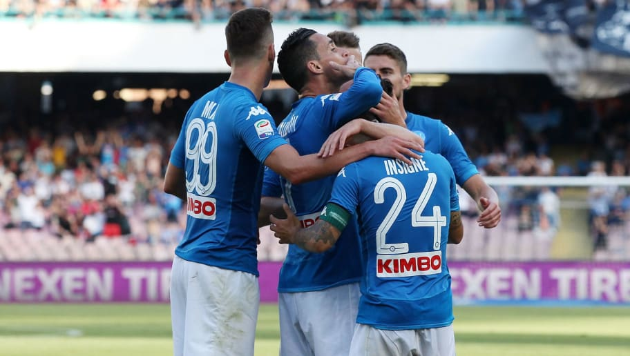 NAPLES, ITALY - MAY 20:  Players of SSC Napoli celebrate the 2-0 goal scored by Jose Callejon during the Serie A match between SSC Napoli and FC Crotone at Stadio San Paolo on May 20, 2018 in Naples, Italy.  (Photo by Francesco Pecoraro/Getty Images)