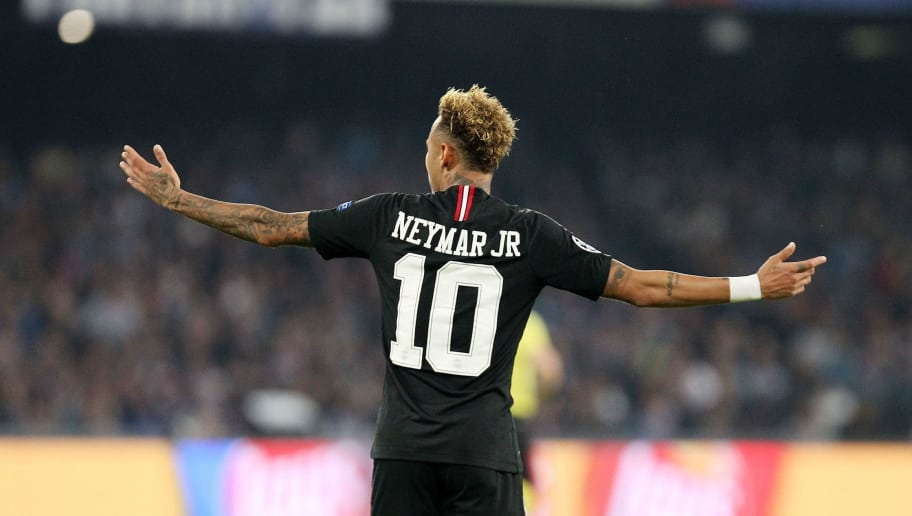 NAPLES, ITALY - NOVEMBER 06:  Neymar of Paris Saint-Germain in action during the Group C match of the UEFA Champions League between SSC Napoli and Paris Saint-Germain at Stadio San Paolo on November 6, 2018 in Naples, Italy.  (Photo by Francesco Pecoraro/Getty Images)