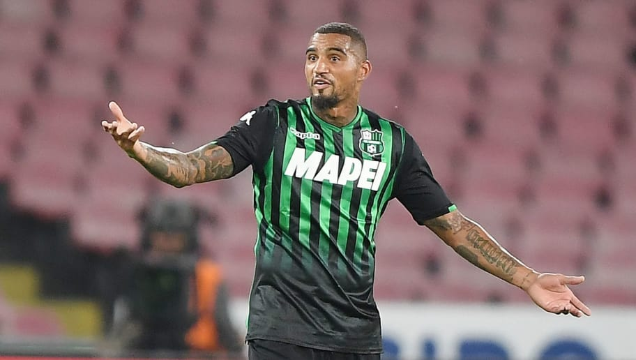 NAPLES, ITALY - OCTOBER 07: Kevin Prince Boateng of US Sassuolo stands disappointed during the Serie A match between SSC Napoli and US Sassuolo at Stadio San Paolo on October 7, 2018 in Naples, Italy.  (Photo by Francesco Pecoraro/Getty Images)