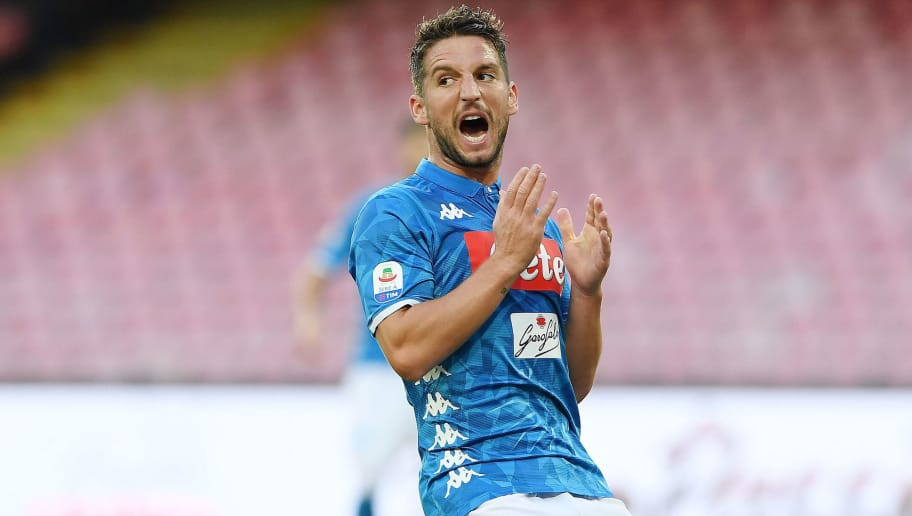 NAPLES, ITALY - OCTOBER 07: Dries Mertens of SSC Napoli reacts during the Serie A match between SSC Napoli and US Sassuolo at Stadio San Paolo on October 7, 2018 in Naples, Italy.  (Photo by Francesco Pecoraro/Getty Images)