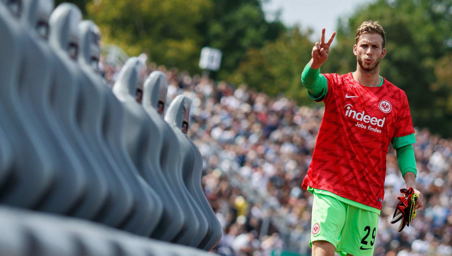 ULM, GERMANY - AUGUST 18: Goalkeeper Felix Wiedwald of Eintracht Frankfurt gestures prior to the DFB Cup first round match between SSV Ulm 1846 Fussball and Eintracht Frankfurt at Donaustadion on August 18, 2018 in Ulm, Germany. (Photo by TF-Images/Getty Images)