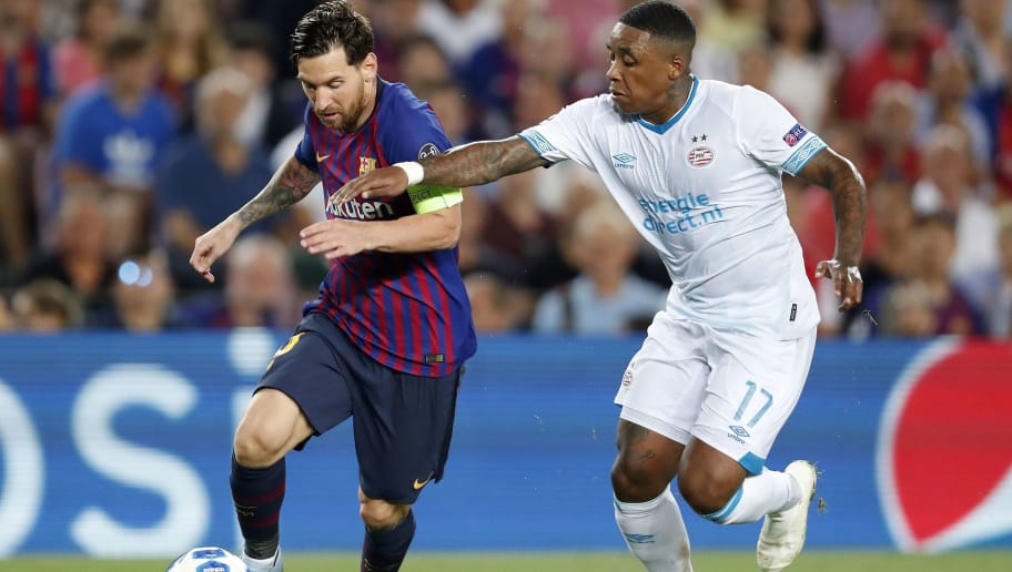 (L-R) Lionel Messi of FC Barcelona, Steven Bergwijn of PSV during the UEFA Champions League group B match between FC Barcelona and PSV Eindhoven at the Camp Nou stadium on September 18, 2018 in Barcelona, Spain.(Photo by VI Images via Getty Images)