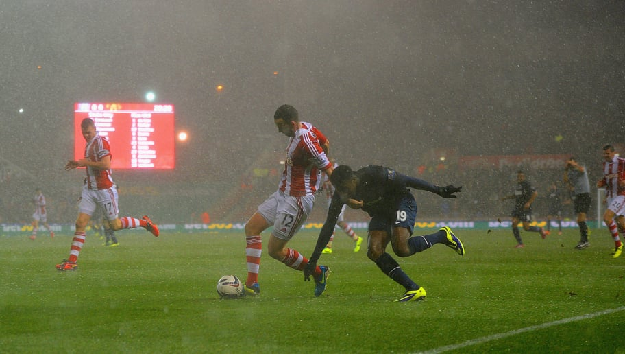 STOKE ON TRENT, ENGLAND - DECEMBER 18:  Danny Welbeck of Manchester United competes with Marc Wilson of Stoke City as heavy rain falls during the Capital One Cup Quarter Final match between Stoke City and Manchester United at the Britannia Stadium on December 18, 2013 in Stoke on Trent, England.  (Photo by Michael Regan/Getty Images)