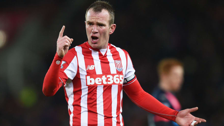 STOKE ON TRENT, ENGLAND - MARCH 02:  Glenn Whelan of Stoke City gestures during the Barclays Premier League match between Stoke City and Newcastle United at the Britannia Stadium on March 2, 2016 in Stoke on Trent, England.  (Photo by Michael Regan/Getty Images)