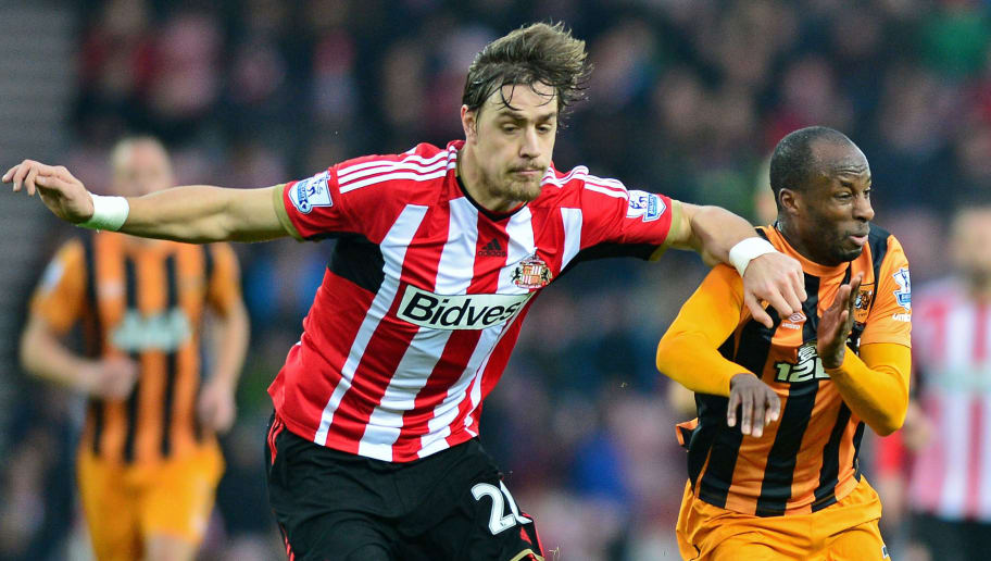 SUNDERLAND, ENGLAND - DECEMBER 26:  Sebastian Coates of Sunderland and Sone Aluko of Hull City compete for the ball during the Barclays Premier League match between Sunderland and Hull City at the Stadium of Light on December 26, 2014 in Sunderland, England.  (Photo by Mark Runnacles/Getty Images)