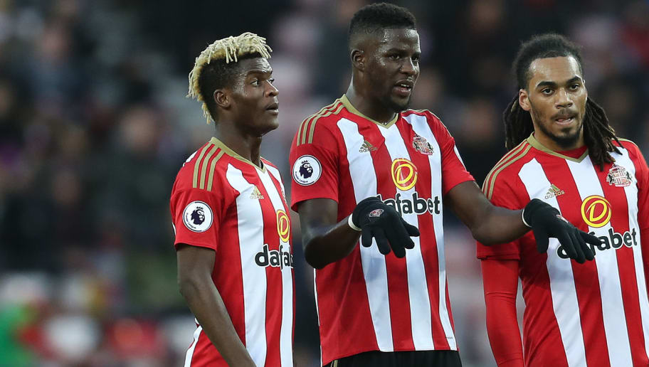 SUNDERLAND, ENGLAND - NOVEMBER 19: Papy Djilobodji (C) of Sunderland makes a point to team-mates Didier Ndong (L) and Jason Denayer during the Barclays Premier League match between Sunderland and Hull City at the Stadium of Light on November 19, 2016 in Sunderland, England. (Photo by Chris Brunskill/Getty Images)