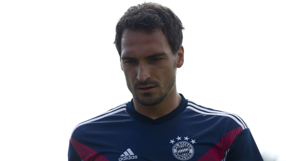 DROCHTERSEN, GERMANY - AUGUST 18: Mats Hummels of Bayern Muenchen looks on prior to the DFB Cup first round match between SV Drochtersen-Assel and Bayern Muenchen at Kehdinger Stadion on August 18, 2018 in Drochtersen, Germany. (Photo by TF-Images/Getty Images)